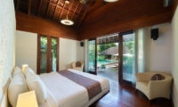 Bedroom with Wooden Floor - Villa Bunga Pangi - Canggu, Bali