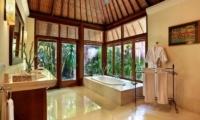 Bathroom with Bathtub - Villa Bunga Wangi - Canggu, Bali