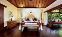 Bedroom with Wooden Floor - Villa Bunga Wangi - Canggu, Bali