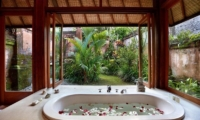 Bathtub with Garden View - Villa Bunga Wangi - Canggu, Bali