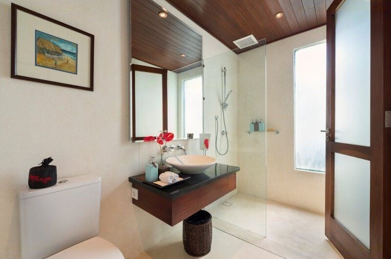 Bathroom with Shower - Villa Capung - Uluwatu, Bali