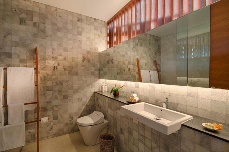 Bathroom with Mirror - Villa Casabama - Villa Casabama Panggung - Gianyar, Bali