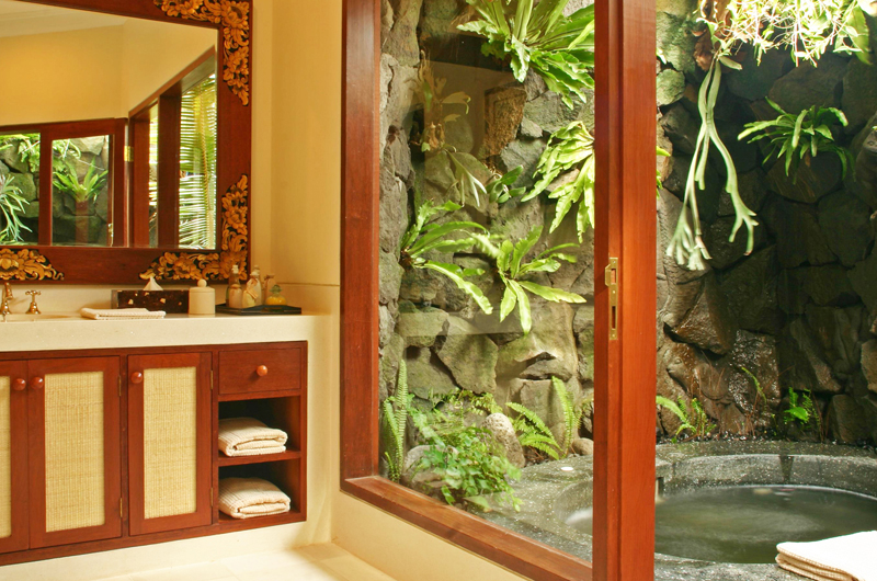 Bathroom with Bathtub - Villa Cemara Sanur - Sanur, Bali
