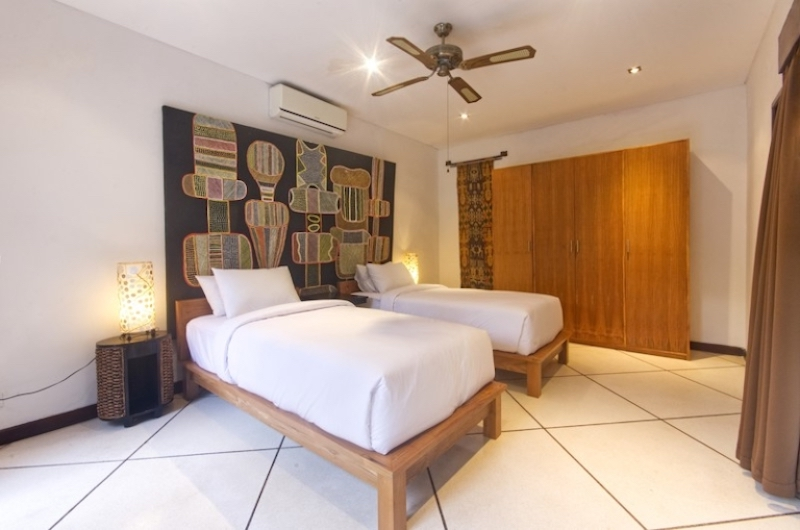 Bedroom with Twin Beds with Wardrobe - Villa Cinta - Seminyak, Bali