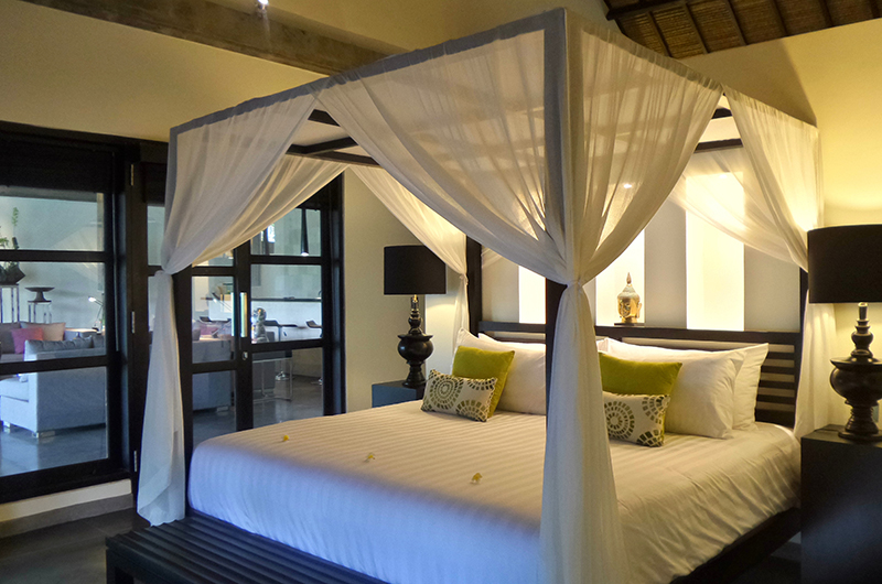 Four Poster Bed with Table Lamps - Villa Condense - Ubud, Bali
