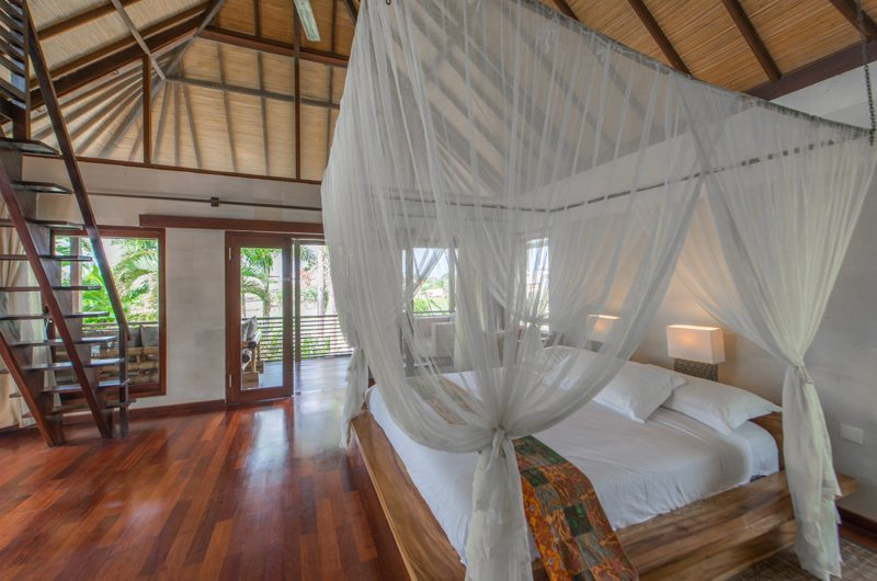 Bedroom with Mosquito Net - Villa Coraffan - Canggu, Bali