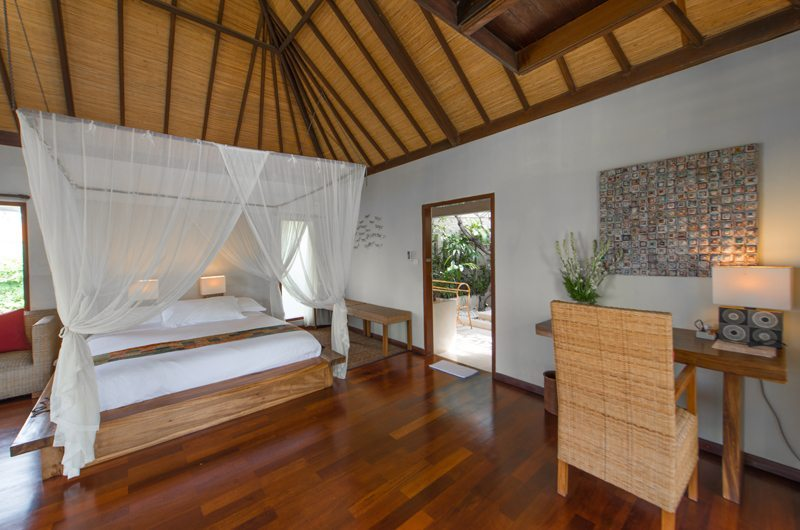 Four Poster Bed with Wooden Floor - Villa Coraffan - Canggu, Bali