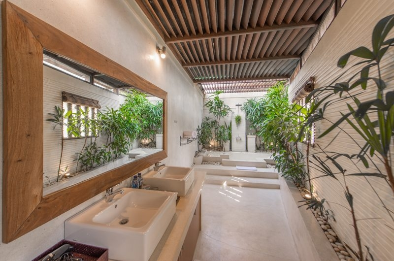 Bathroom with Shower - Villa Coraffan - Canggu, Bali