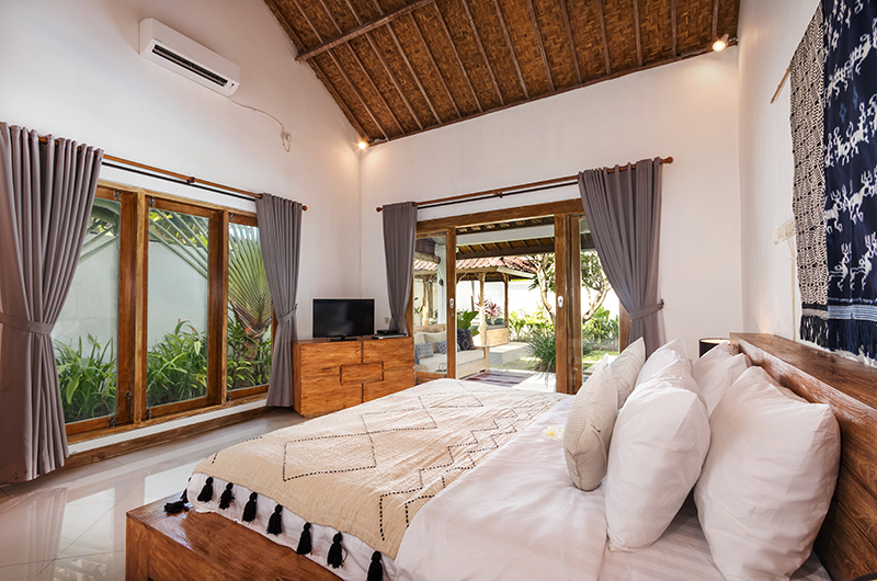 Bedroom with TV - Villa Crystal - Seminyak, Bali