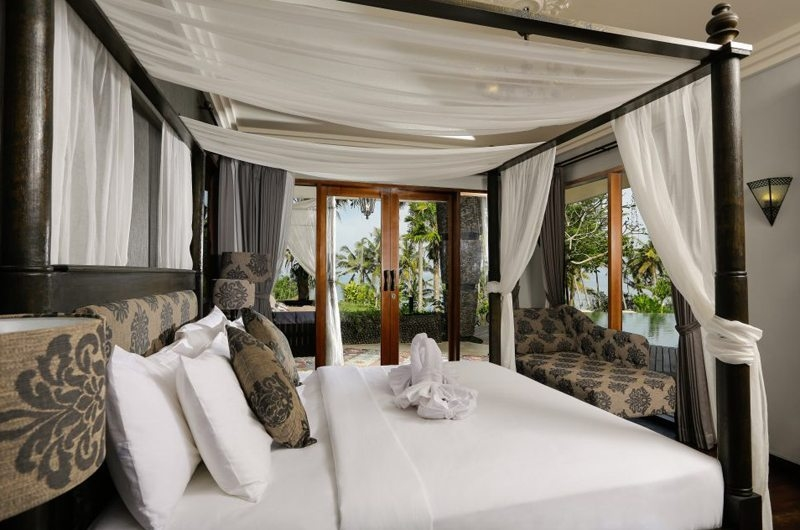 Four Poster Bed with Pool View - Villa Delmara - Tabanan, Bali