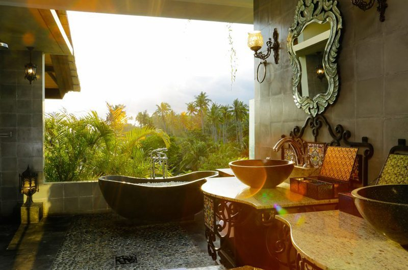 Romantic Bathtub Set Up - Villa Delmara - Tabanan, Bali