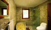 Bathtub with Petals - Villa Dewata I - Seminyak, Bali