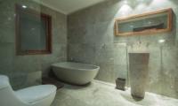Bathroom with Bathtub - Villa Dewata I - Seminyak, Bali