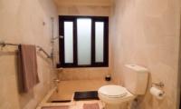 Bathroom with Bathtub - Villa Dewata II - Seminyak, Bali