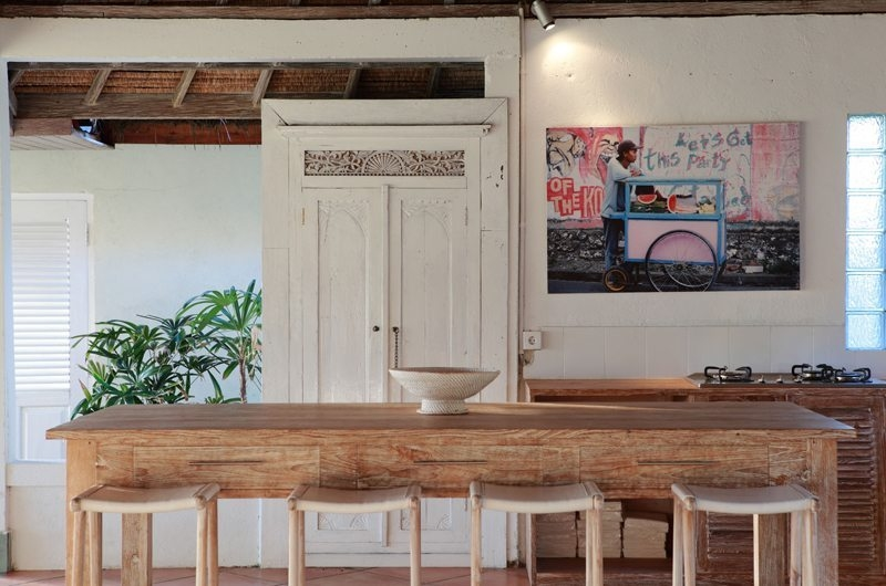 Kitchen and Dining Area - Villa Driftwood - Nusa Lembongan, Bali