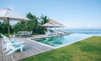 Gardens and Pool - Villa Driftwood - Nusa Lembongan, Bali