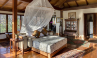 Bedroom with Wooden Floor - Villa East Indies - Pererenan, Bali