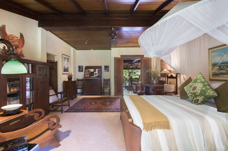 Bedroom with Mosquito Net - Villa East Indies - Pererenan, Bali
