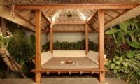Pool Bale - Villa Elok - Batubelig, Bali