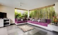 Lounge Area with TV - Villa Elok - Batubelig, Bali