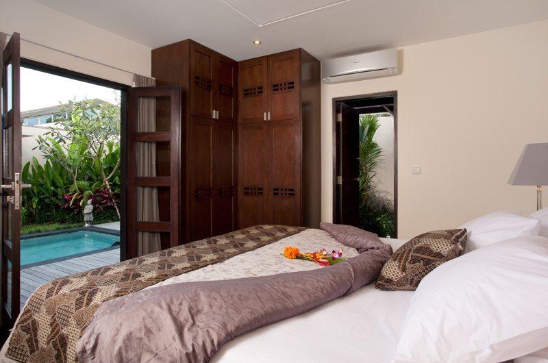 Bedroom with Pool View - Villa Elok - Batubelig, Bali