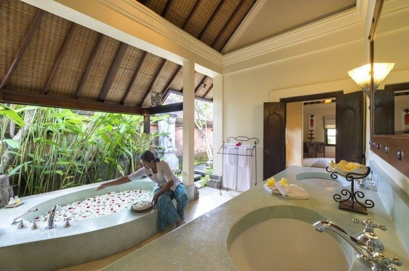 Romantic Bathtub Set Up - Villa Frangipani - Canggu, Bali