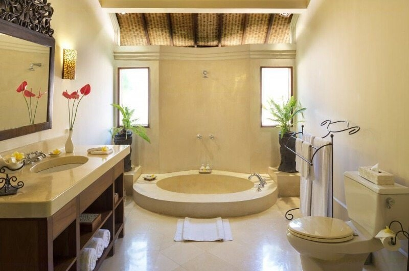 Bathroom with Bathtub - Villa Frangipani - Canggu, Bali