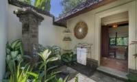 Outdoor Shower - Villa Frangipani - Canggu, Bali