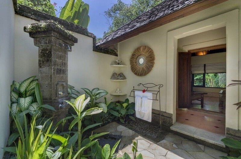 Outdoor Shower - Villa Frangipani - Canggu, Bali