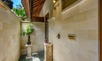 Semi Open Bathroom - Villa Gils - Candidasa, Bali