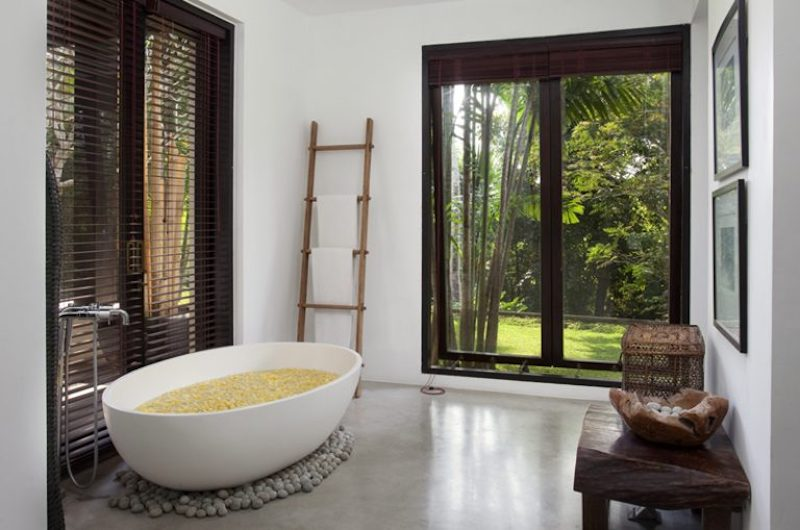 Bathroom with Bathtub - Villa Hana - Canggu, Bali