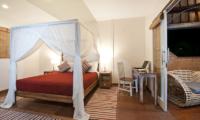 Bedroom with Study Table - Villa Hari - Seminyak, Bali