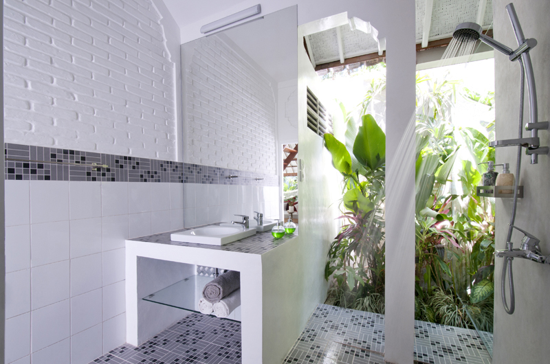 Bathroom with Mirror - Villa Hari - Seminyak, Bali