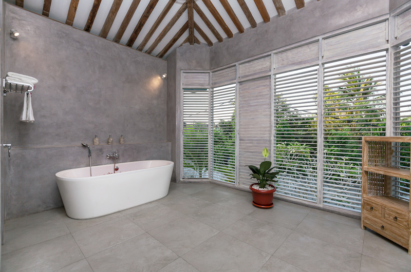 Bathroom with Bathtub - Villa Hasian - Jimbaran, Bali
