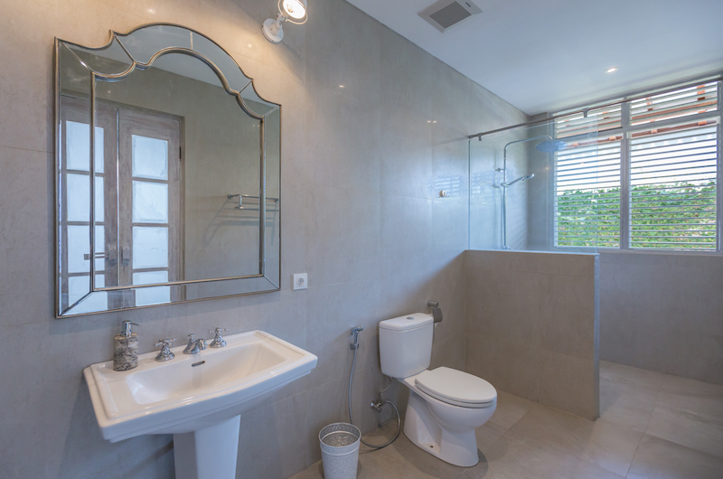 Bathroom with Mirror - Villa Hasian - Jimbaran, Bali