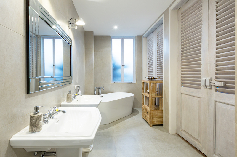 En-Suite Bathroom with Bathtub - Villa Hasian - Jimbaran, Bali