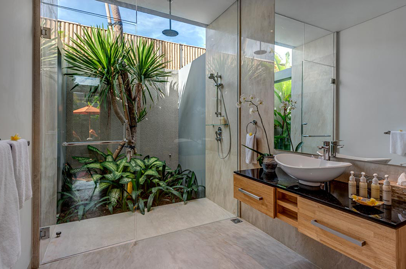Bathroom with Shower - Villa Indah Aramanis - Seminyak, Bali