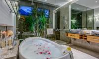 Romantic Bathtub Set Up - Villa Indah Aramanis - Seminyak, Bali