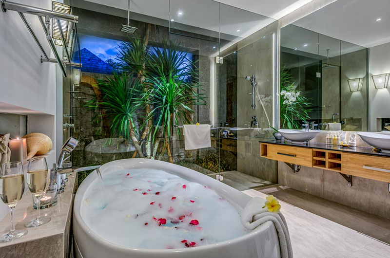 Romantic Bathtub Set Up - Villa Indah Aramanis - Seminyak, Bali