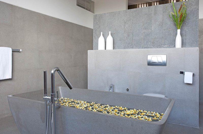 Bathtub - Villa Issi - Seminyak, Bali