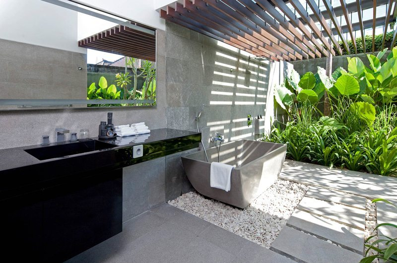 Semi Open Bathroom with Bathtub - Villa Issi - Seminyak, BaliIssi | Seminyak, Bali