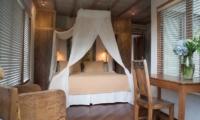 Bedroom with Wooden Floor - Villa Istimewa - Seminyak, Bali