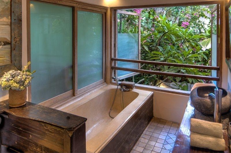 Bathtub - Villa Istimewa - Seminyak, Bali