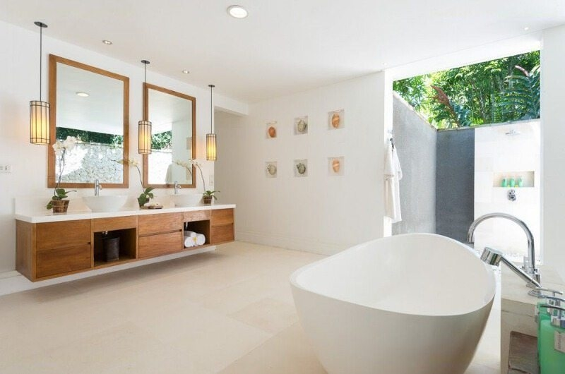 Bathroom with Bathtub - Villa Jagaditha - Seseh, Bali