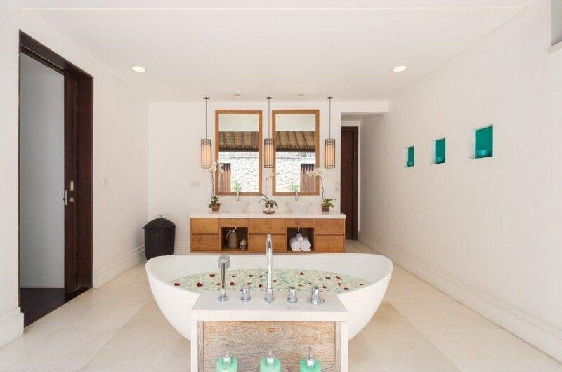 Romantic Bathtub Set Up - Villa Jagaditha - Seseh, Bali
