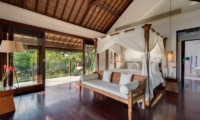 Bedroom with Wooden Floor - Villa Jagaditha - Seseh, Bali