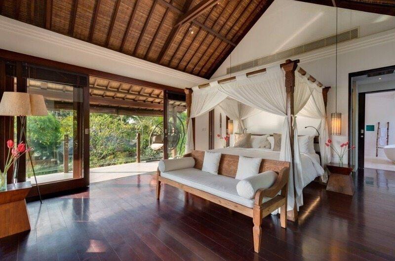 Bedroom with Wooden Floor - Villa Jagaditha - Seseh, Bali