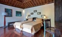 Bedroom with Twin Beds - Villa Jempiring - Seminyak, Bali