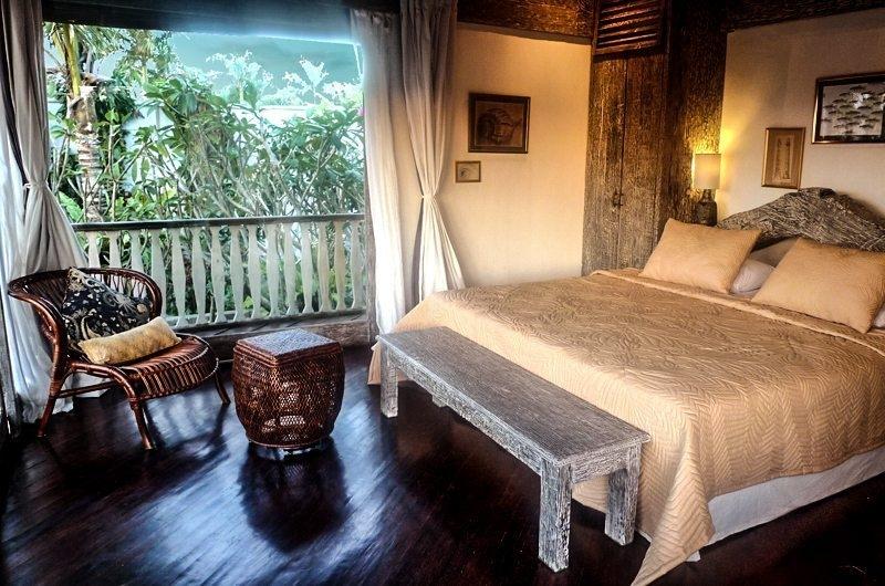 Bedroom and Balcony - Villa Jempiring - Seminyak, Bali