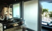 Bathroom with Mirror - Villa Jempiring - Seminyak, Bali